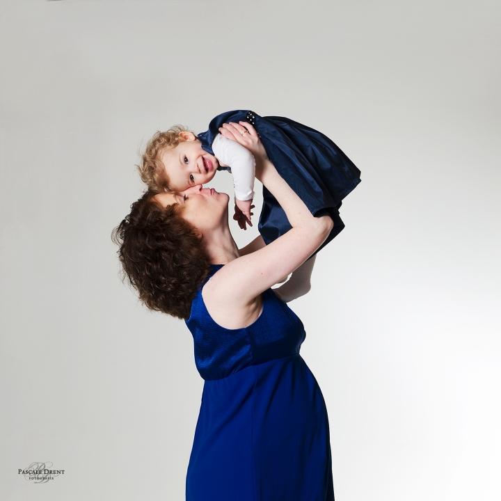 Zwangerschap fotografie met kind Pascale Drent Zutphen studiofotografie